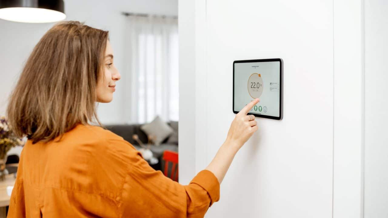 https://www.spenderrific.com/wp-content/uploads/2021/08/Is-a-Smart-Thermostat-Worth-It.1-1280x720.jpg