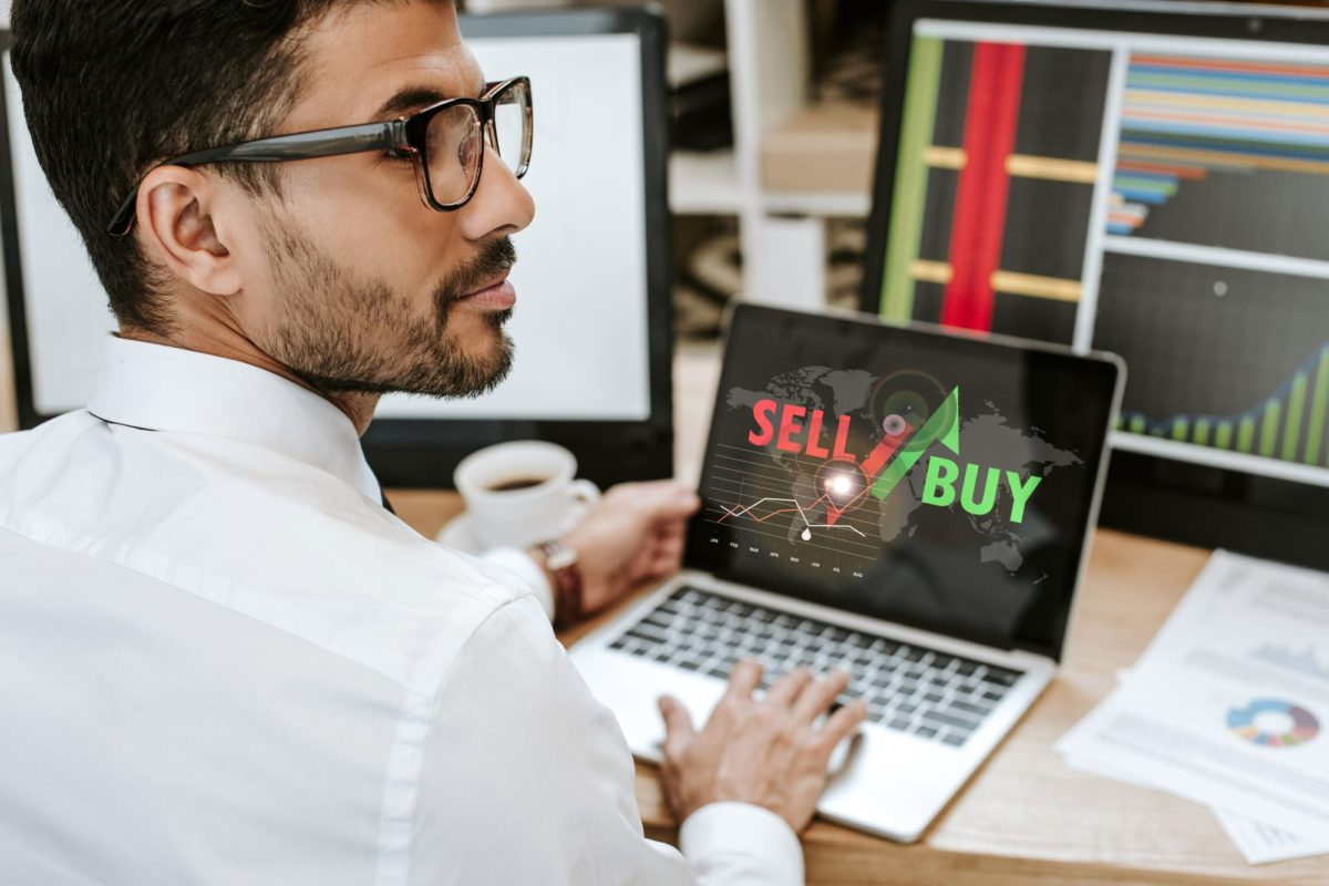 Forex Trading vs. Stock Trading: Differences & What is Best for You